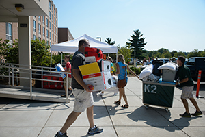 Holmes Hall student move-in