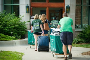 Freshman fall move-in. Photo courtesy of Communications and Brand Strategy.